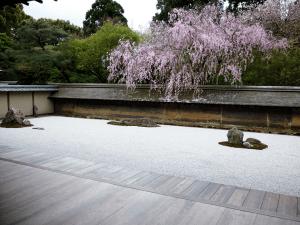 Mindfulness-meditation-zen-garden