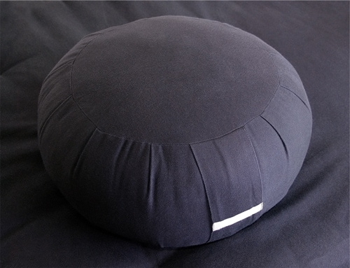 choosing a meditation cushion chair or bench ultimate guide. Black Bedroom Furniture Sets. Home Design Ideas